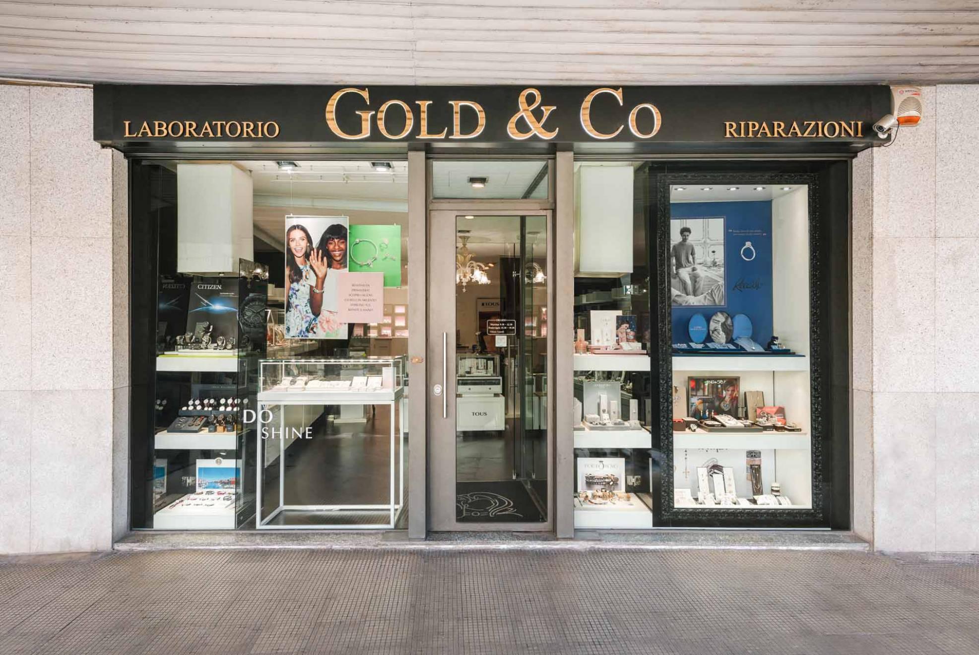 Servizio fotografico per la gioielleria gold&co; realizzato da NewVisibility